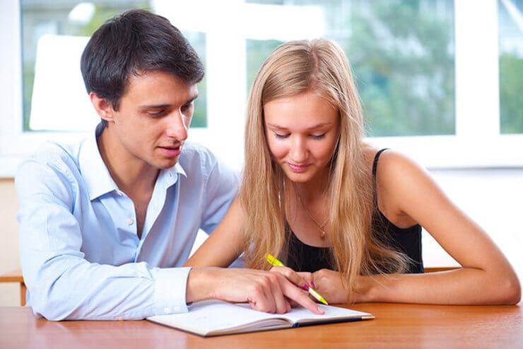 Почему девушек привлекают преподаватели?