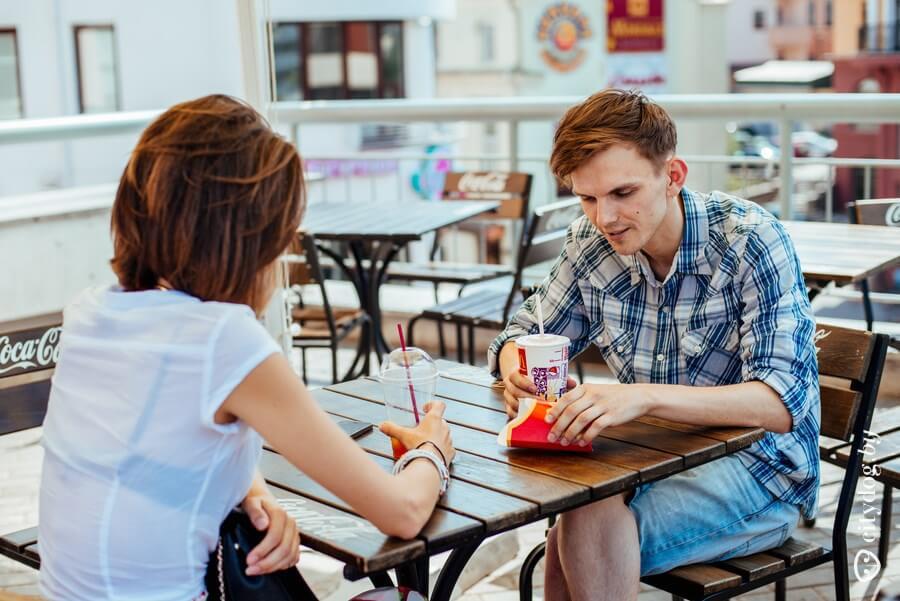 Как реагировать, если с вами знакомятся на улице?