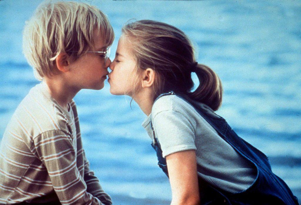 Как поцеловаться с парнем в первый раз