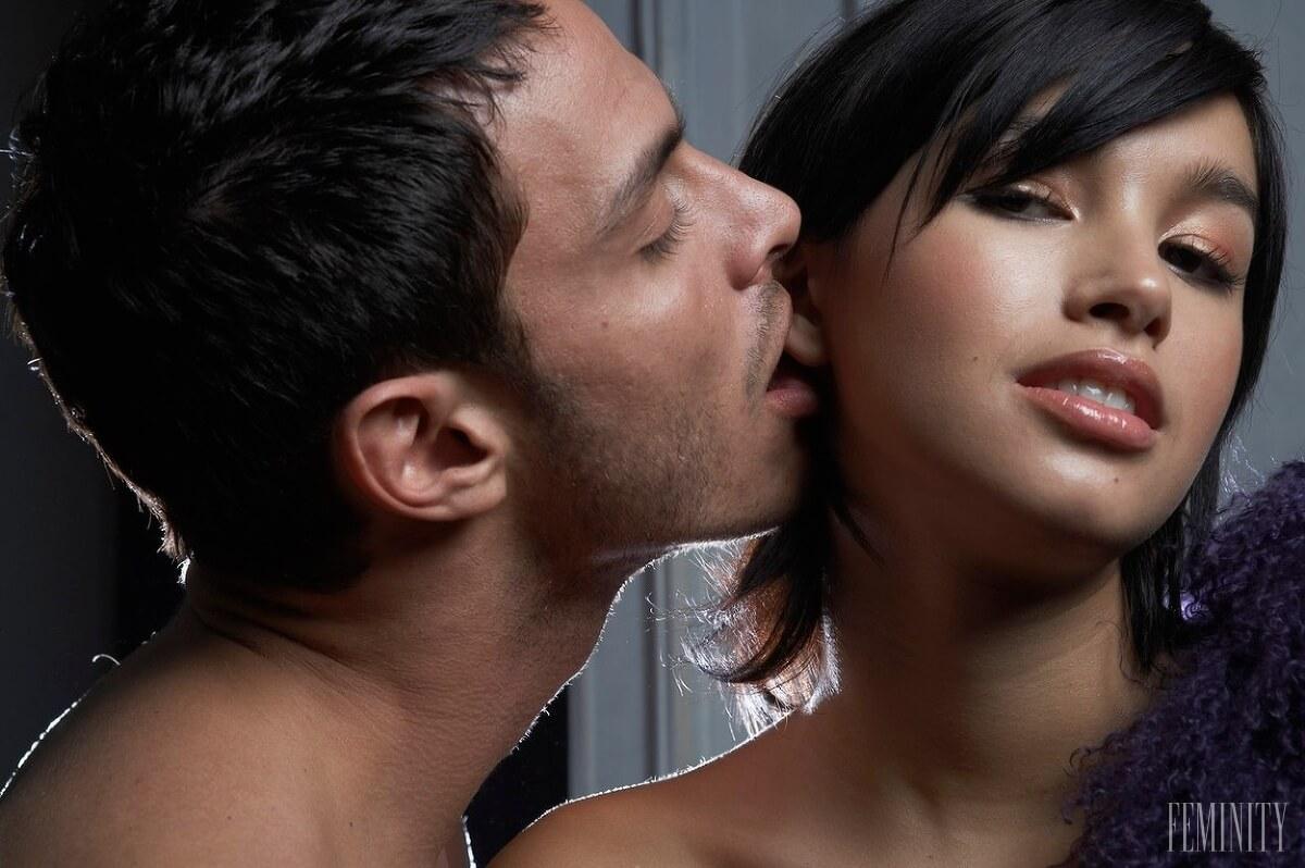 Значение поцелуев в ушко